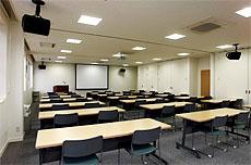 各種映像装置・音響装置を備えた貸し会議室(大会議室(約80名収容))