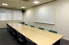 各種映像装置・音響装置を備えた貸し会議室(小会議室(約15名収容))